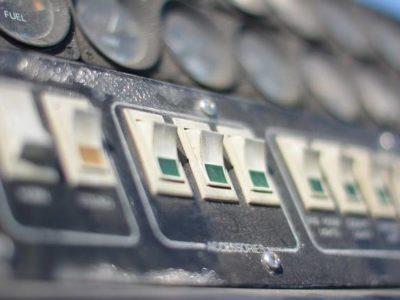 パソコンの電源を外出先から投入し、リモートデスクトップ接続を行う方法